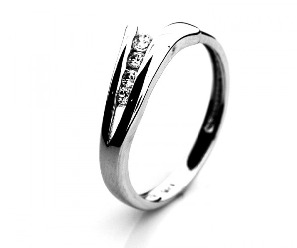 Wunderschöner Silberring mit Zirkoniasteinen 10066